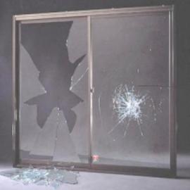 割れにくい窓ガラス、割れやすい窓ガラス